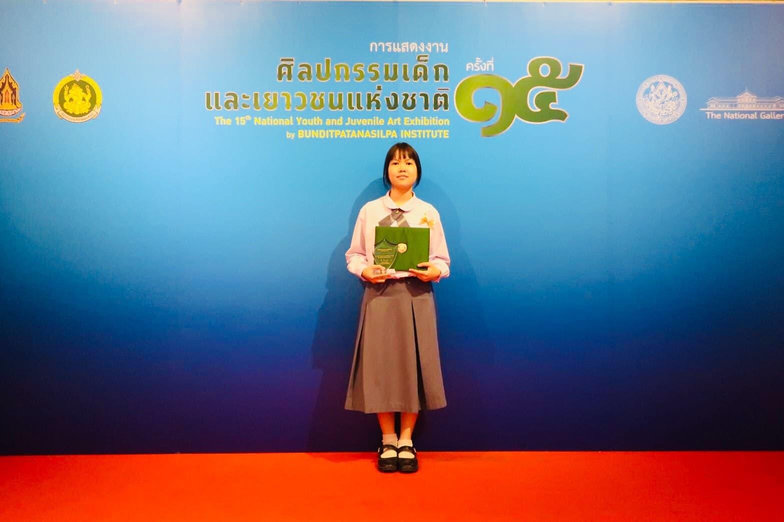 ขอแสดงความยินดีและชื่นชมนักเรียนคนเก่ง นางสาวจันทกานต์ หาญพิชานันท์