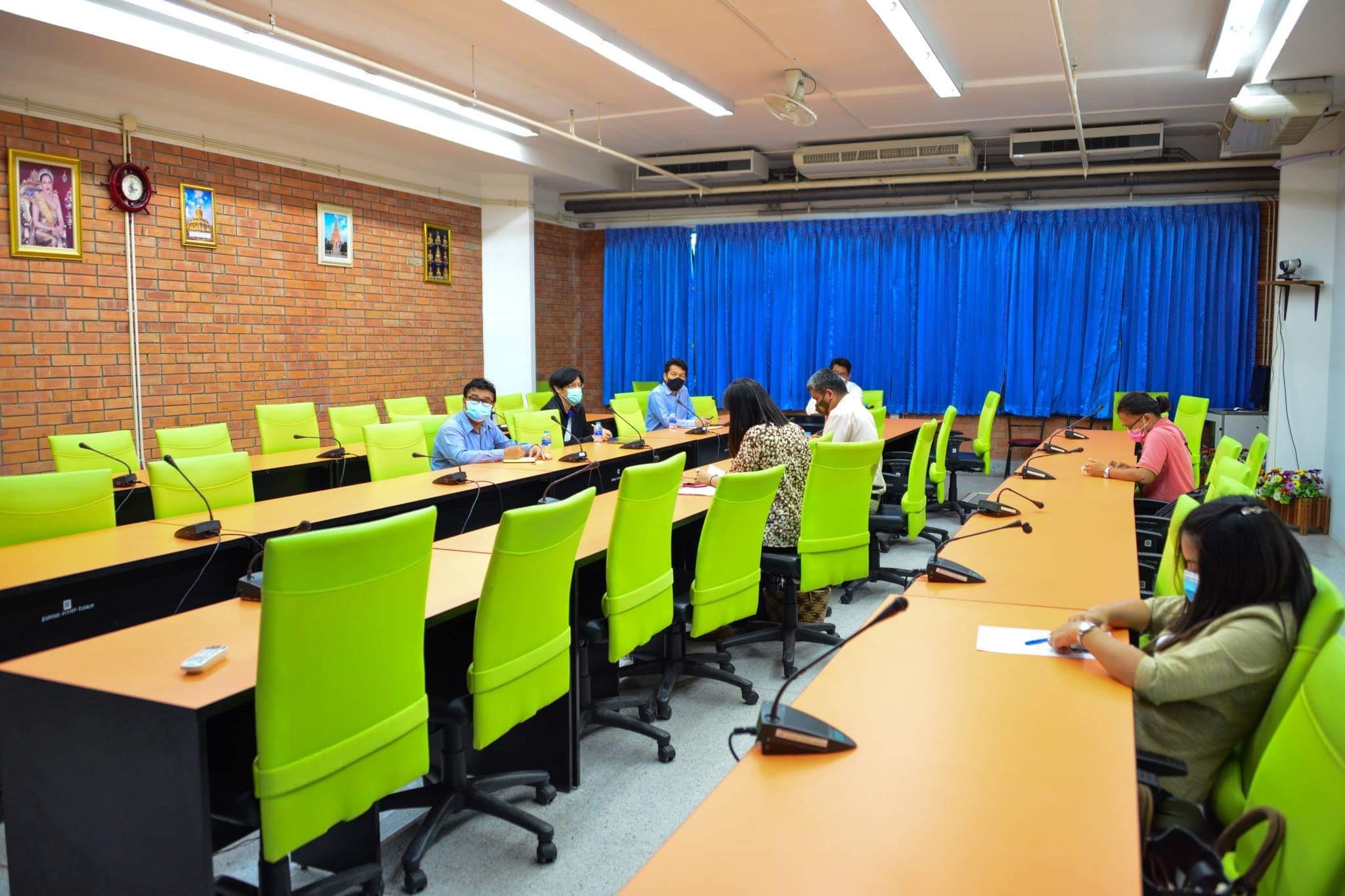 โรงเรียนสาธิตมหาวิทยาลัยมหาสารคาม ทั้งฝ่ายประถมและมัธยมได้ร่วมประชุมกับอธิการบดีเพื่อวางแผนการเปิด